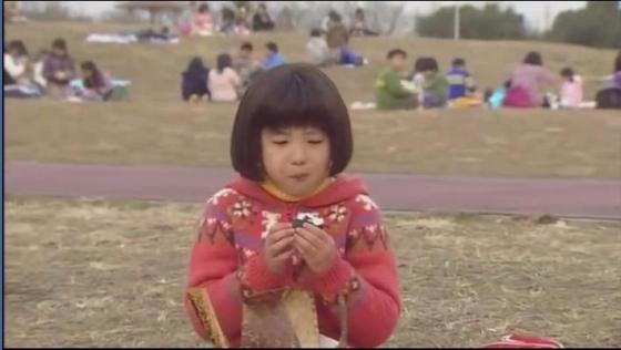 Adegan Maruko makan sendiri